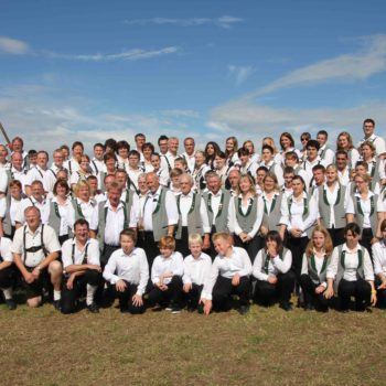 Gruppenfoto zum 20-jährigen Jubiläum der Musikantenfreundschaft