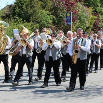 Deistermusikanten beim Marschieren